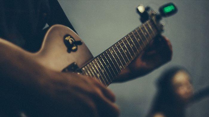 良質!自宅用・ライブ用ギター・ベースチューナー5選【選び方・使い方】